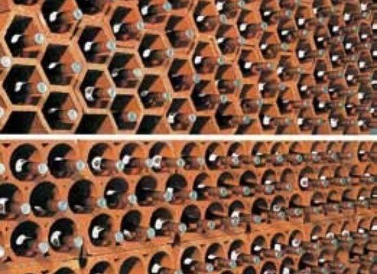 Keramický-stojan-na-víno-06