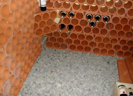 Keramický-stojan-na-víno-08