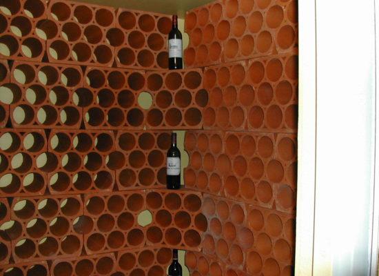 Keramický-stojan-na-víno-10