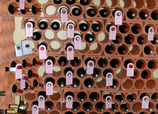 Keramický-stojan-na-víno-11